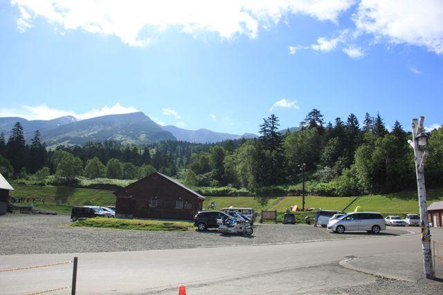 白銀荘のキャンプ場側の駐車場